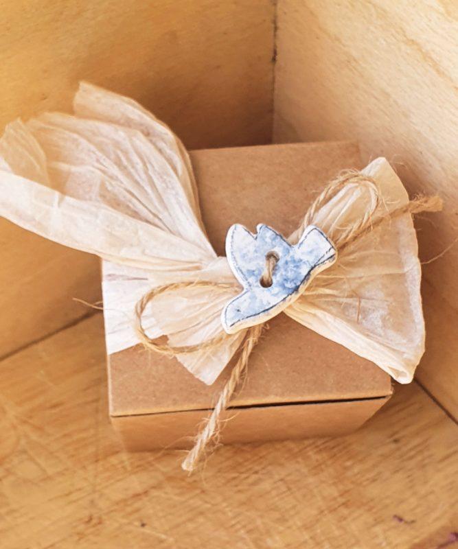 bomboniera colomba in ceramica con scatola kraft